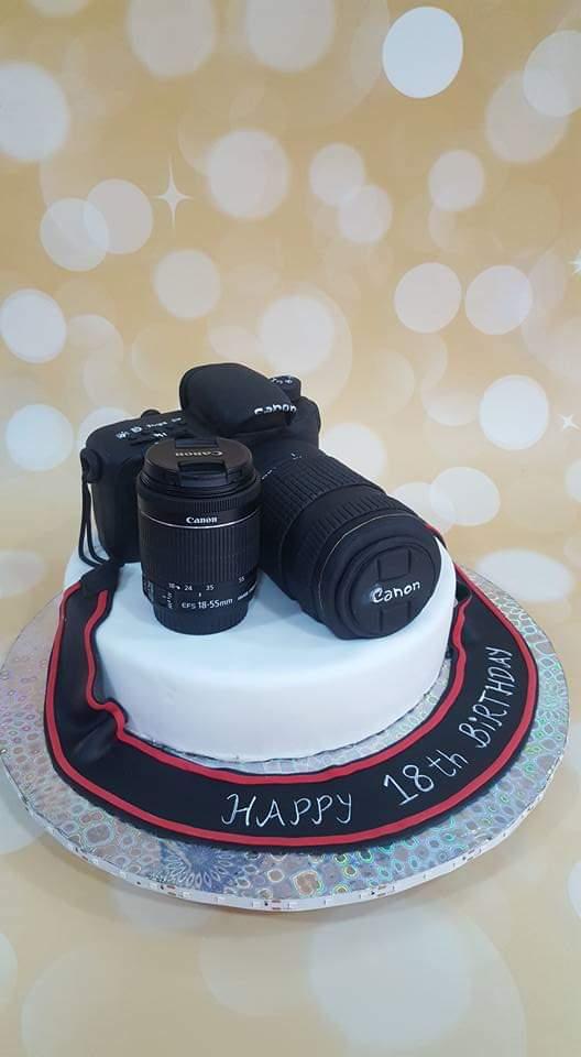 camera cake by sonia changediya