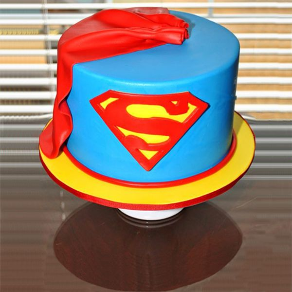 superman-theme-cake