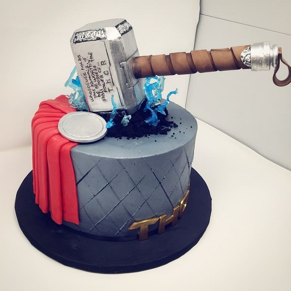 Astounding Top 10 Superhero Cakes With Best Designs You Can Buy Blog Personalised Birthday Cards Paralily Jamesorg