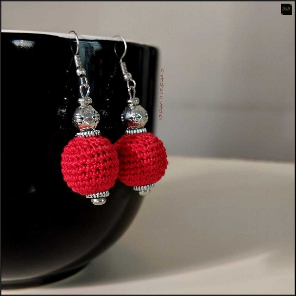Red crochet earrings