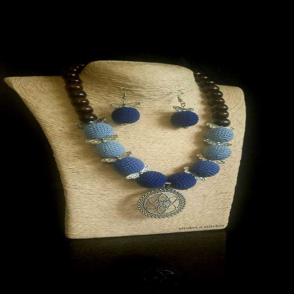 Blue crochet necklace