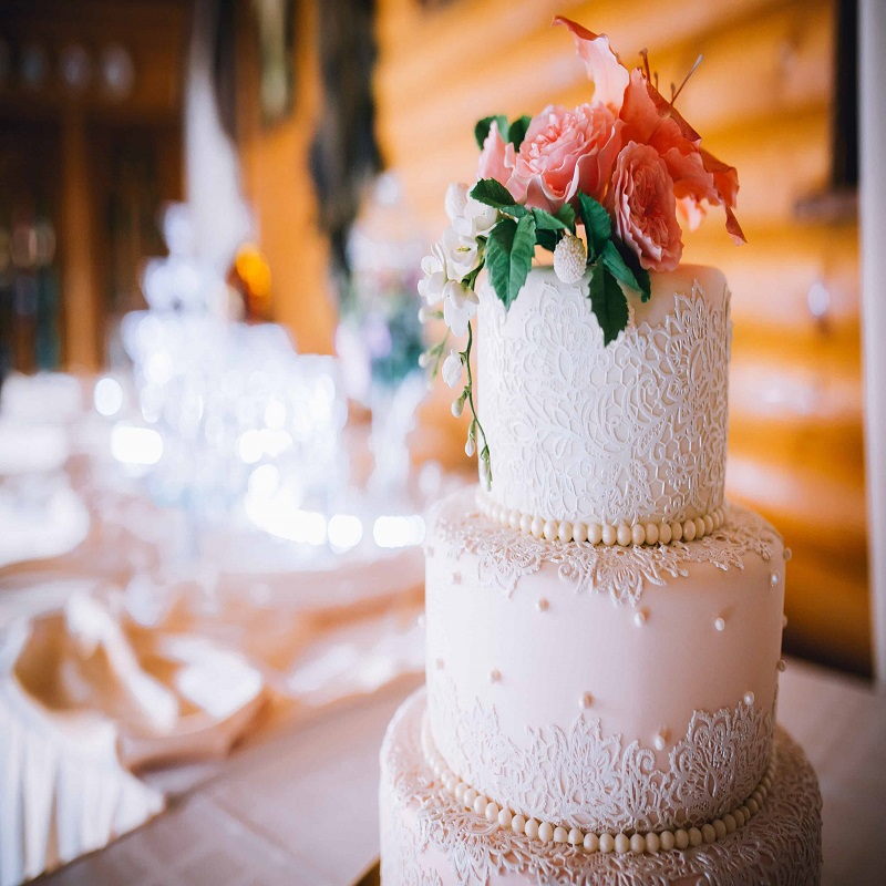 Easy Tips To Save Money On Your Wedding Cake!
