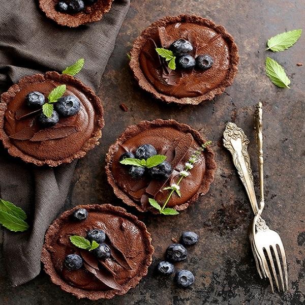 Deeba Rajpal's Eggless Chocolate Blueberry Cake