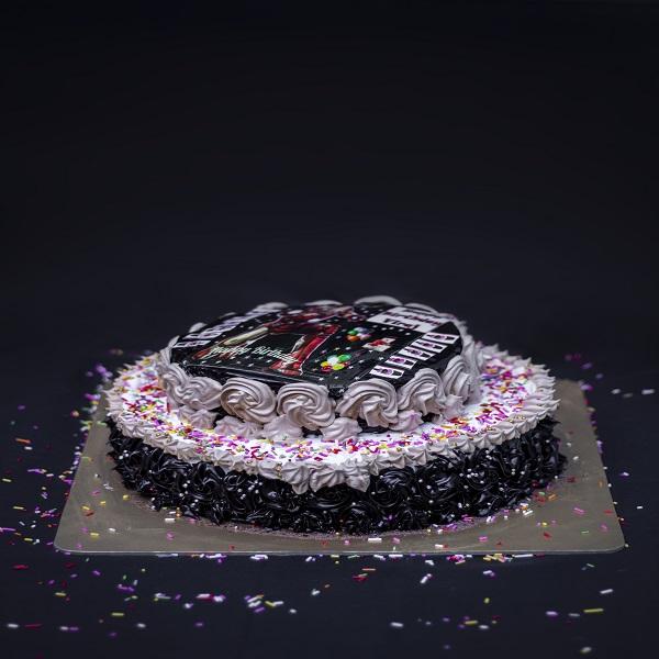Komal Sule cake 1