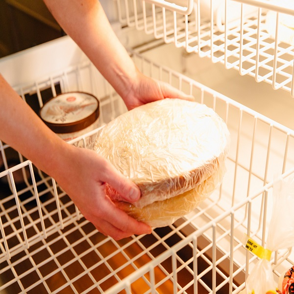 When to refrigerate a cake   Bulb And Key