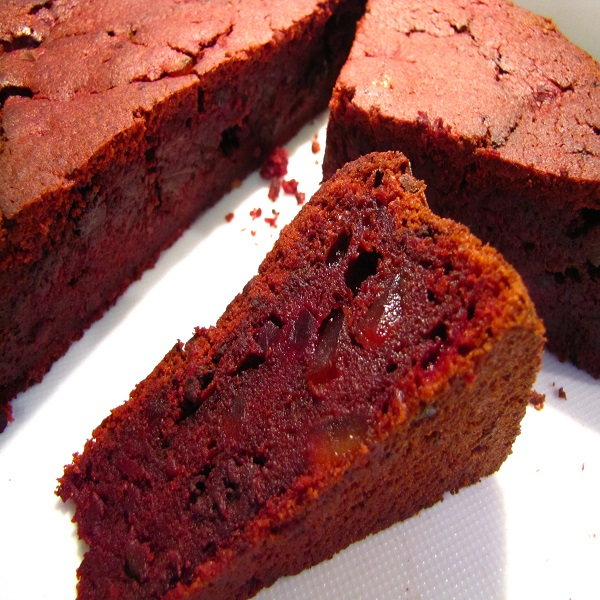 BEETROOT & CHOCOLATE CAKE