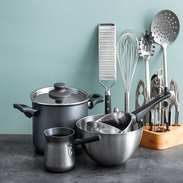 Keep utensils and tools clean and wash them before and after use
